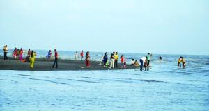 surat dumas beach